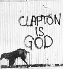 """Escrito nos muros: """"Clapton é deus"""", em 1966."""