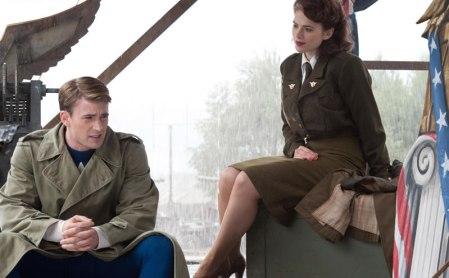 O Capitão e Peggy em O Primeiro Vingador: namoro nos tempos da II Guerra.