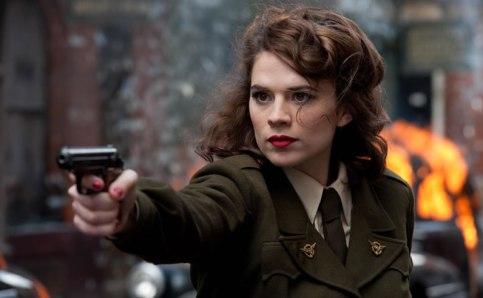 Hayley Atwell como Peggy Carter em O Primeiro Vingador.