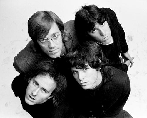The Doors: banda de sonoridade única até hoje. Manzareck é o do topo à esquerda.