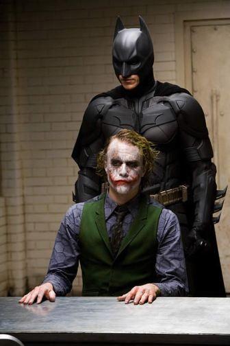 Coringa versus Batman em um filme excepcional.
