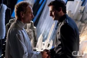 Jor-El e Zod são mostrado como amigos na juventude.