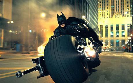 Batman Dirige O Batpod No Final De  O Cavaleiro Das Trevas