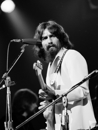 George Harrison no Concert For Bangladesh, em 1971.