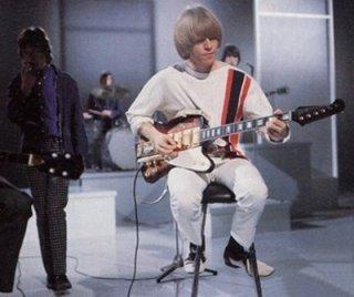 Brian Jones gostava de guitarras diferentes.