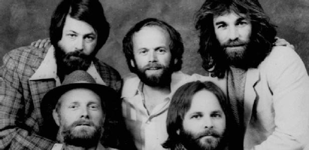 Os Beach Boys reais em 1967, com Brian Wilson (topo-esq.).