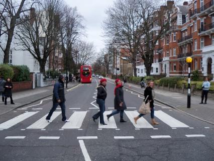 Hoje, a faixa de pedestres é lugar de peregrinação de turistas do mundo todo que visitam Londres.