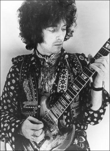Eric Clapton em seu esplendor psicodélico em 1967.