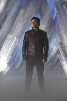 Clark usando uma prévia do uniforme na Fortaleza da Solidão.