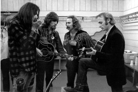 Young, Nash, Crosby e Stills reunidos em 1970.