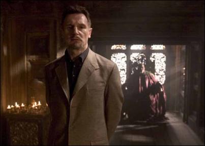 Liam Neeson como Ra's Al Ghul.