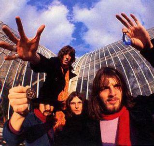 A formação clássica do Pink Floyd, com Gilmour (dir.).