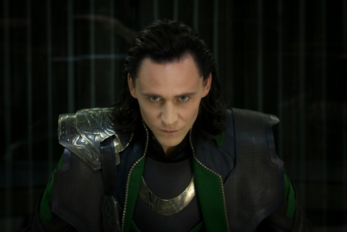 Loki continua aparecendo nos filmes dos Vingadores.