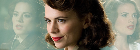 Hayley Atwell como Peggy Carter.