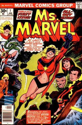 O uniforme original de Miss Marvel, em 1977. Arte de John Romita.