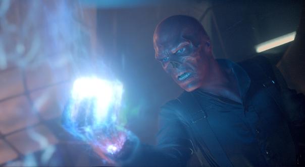 O Caveira Vermelha e o Tesseract em O Primeiro Vingador.