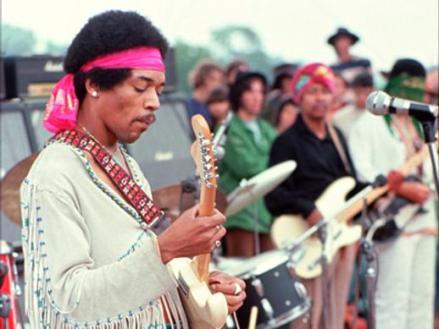 """Hendrix ao vivo em Woodstock: álbuns """"novos""""."""
