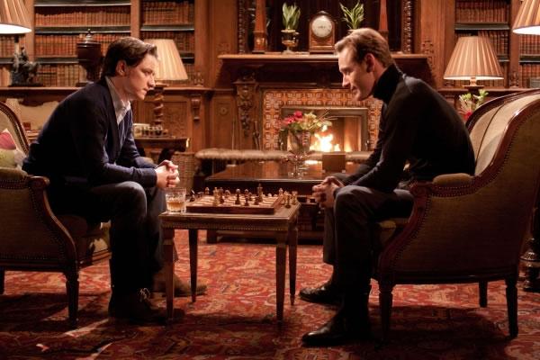 X-Men primeira classe James-McAvoy-e-Michael-Fassbender jogando xadrez