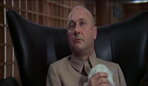 Ernst Blofeld vivido por Terry Savallas em Só Se Vive Duas Vezes.