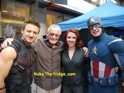 Stan Lee com o elenco de Os Vingadores: vendo seu universo tomar forma nas telas.