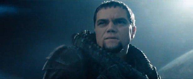 Primeiro close de Zod, o vilão.