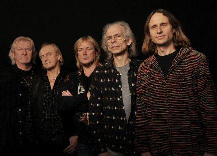 Chris Squire (esquerda) e o Yes: banda seguirá em frente.