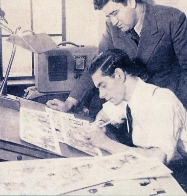 Jerry Siegel (em pé) e Joe Shuster, criadores do Superman: também homenageados.