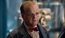 Toby Jones como Armin Zola em O Primeiro Vingador.