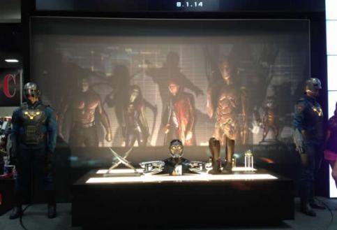 Guardas da Tropa Nova fiscalizam as armas dos Guardiões da Galáxia no filme.