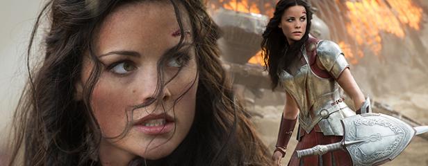 Jaime Alexander como Lady Sif em Thor - O Mundo Sombrio.
