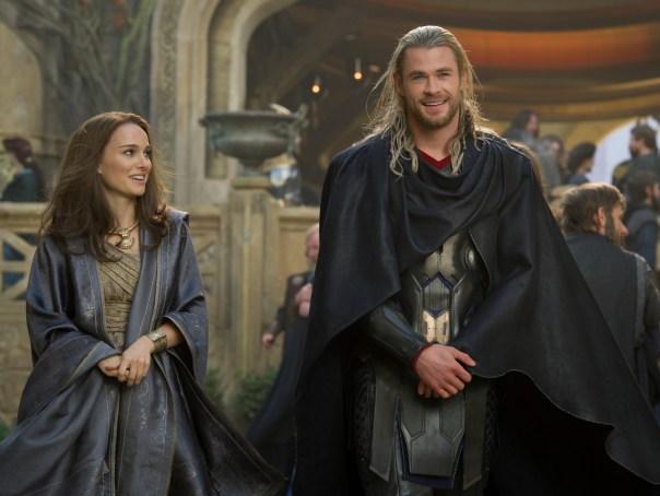 Jane Foster e Thor em O Mundo Sombrio.
