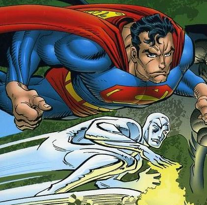 Superman (e o Surfista Prateado) na arte de John Romita.