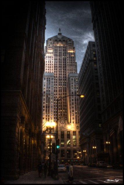 O belo prédio da Torre Wayne na Gotham de Chicago.