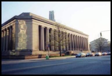 A Corte de Justiça permanece como um marco arquitetônico da Ilha Norte.