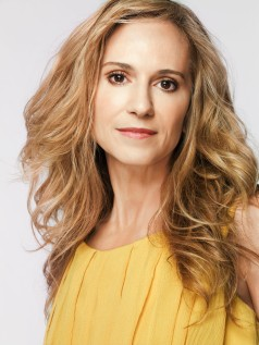 Holly Hunter viverá Leslie Thompkins?