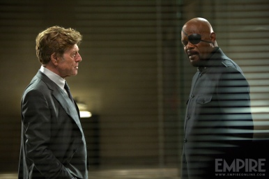 Alexander Pierce e Nick Fury: suspense e rede de intrigas.