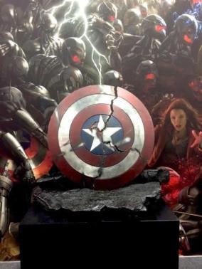 O escudo partido do Capitão América também é exibido na Comic-Con.