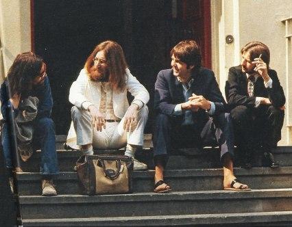 A banda espera para fazer a capa do álbum.