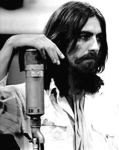George Harrison nas sessões de Abbey Road: sucesso com Something.
