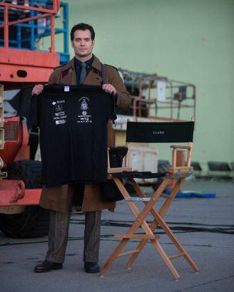 Henry Cavill como Clark Kent.