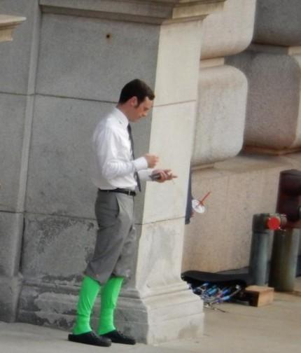 McNairy e suas meias verdes nos sets de filmagem: mutilado?