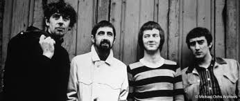 Os Bluesbreakers com Eric Clapton (de listras), mas sem Jack Bruce...