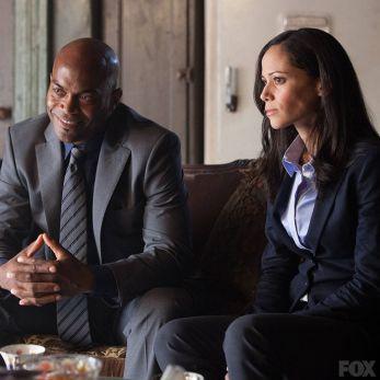 Os detetives Allen e Montoya: ela tem uma história com a noiva de Gordon.
