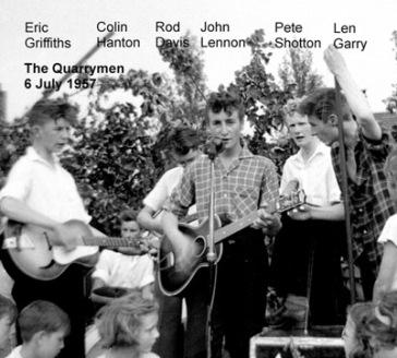 John Lennon à frente dos Quarrymen em 1956.