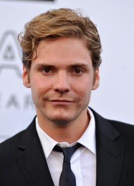 Daniel Brühl será o  Barão Zemo.