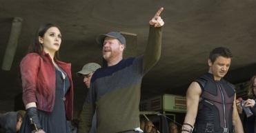 É verdade: Joss Whedon (centro) não volta para Vingadores 3 e 4.