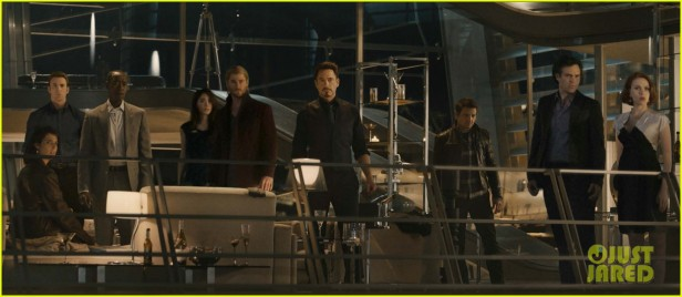 A cena da festa dos Vingadores.
