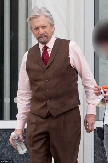 Micheal Douglas interpreta uma versão idosa de Hank Pym.