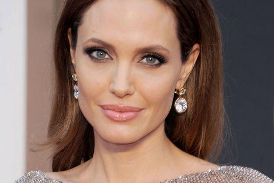Angelina Jolie: dirigindo Capitã Marvel?