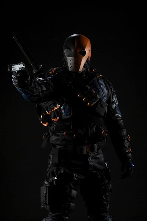 Deathstroke Arrow promo_full-body